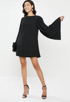 Missguided - Pleated sleeve shift dress - black