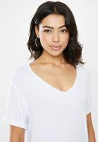 Missguided - 2Pack v neck boyfriend T-shirt - black & white