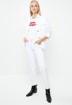 Levi's® - The perfect tee core house mark - white