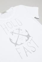 Sticky Fudge - Hold fast basic T-shirt - white