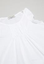 Sticky Fudge - Pintuck blouse - white