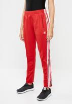 adidas Originals - Adicolour sst track pants - red
