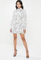 Missguided - Chain print pussybow shirt dress - white
