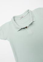 Sticky Fudge - Cloud golfer T-shirt - faded blue
