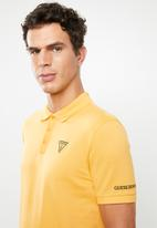 GUESS - Guess classic short sleeve polo - yellow