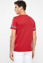 GUESS - Guess horizontal tee - red