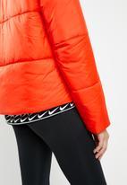 Nike - Nike sportswear syn fill puffer hooded jacket - orange