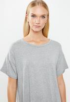 Superbalist - Sleep tee & shorts set - grey
