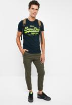 Superdry. - Vintage logo neon lite tee - navy & green