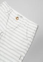 Sticky Fudge - Stripe tailored shorts - grey & white