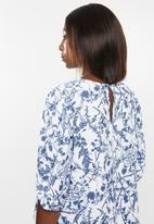 edit - Boxy blouse round neck - blue & white
