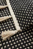 Sixth Floor - Woven bath mat with tassels - black & white