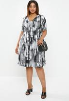edit Plus - Classic empire line dress - black & white