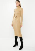 Missguided - Belted roll neck ribbed midi dress - beige