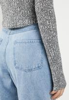 Missguided - High neck rib curve hem long sleeve top - grey
