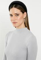 Missguided - High neck knitted mini dress - grey