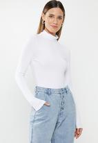 Missguided - Turtle neck long sleeve bodysuit - white