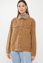 Missguided - Borg collar oversized denim jacket - tan