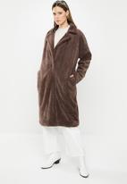 Missguided - Tortoise button faux fur crombie coat - brown