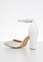 Superbalist - Rumi block court heel - white