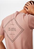 Cotton On - Diamond collective Tbar urban T-shirt - pink