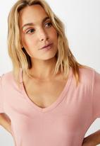 Cotton On - Karly short sleeve V-neck top - pink
