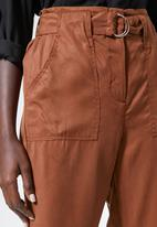 Superbalist - Tapered cargo trousers - rust