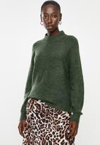 Jacqueline de Yong - Cora long sleeve Hi-neck pullover knit - green