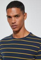 Superbalist - Stripe crew neck tee  - navy & yellow