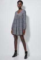 Superbalist - V-neck swing dress - grey grid check