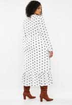 Missguided - Plus polka dot ruffle hem midi smock dress - white & black