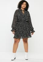 Missguided - Plus floral high neck key hole dress - multi