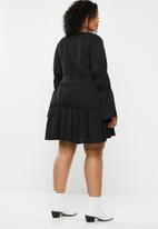 Missguided - Plunge layered smock dress - black