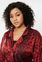 Missguided - Curve leopard print satin kimono sleeve dress - red & black