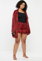 Missguided - Curve leopard print satin frill pj shorts - red & black