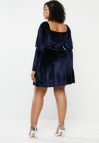 Missguided - Plus size velvet milkmaid skater dress - navy