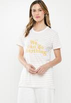 Cotton On - Classic slogan T-shirt we can do anything - white & yellow