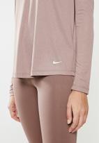 Nike - Nike performance essential top - neutral