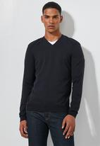 Superbalist - Ribbed shoulders v-neck knit - navy