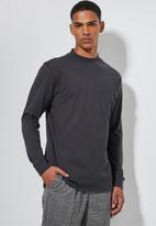 Superbalist - High neck pocket tee - black