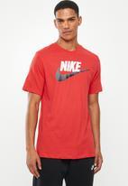 Nike - Nsw brand mark tee - red