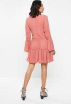 Missguided - V neck tiered smock dress - pink