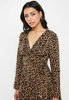 Missguided - Ruffle hem wrap tea dress leopard - black & brown