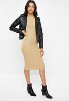 Missguided - Roll neck knitted midi dress - brown