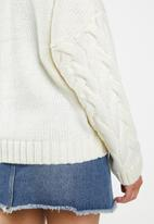 Missguided - Knitted cable cardi co-ord - white