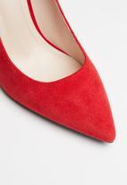 Miss Black - Ida court - red
