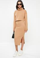 Missguided - Co ord cowl neck crop top and maxi skirt - brown