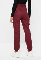 Missguided - Double buckle detail cargo trouser - burgundy