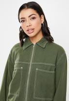 Missguided - Zip through constrast stitch denim jacket - green