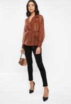 Missguided - Organza belted wrap blouse - brown